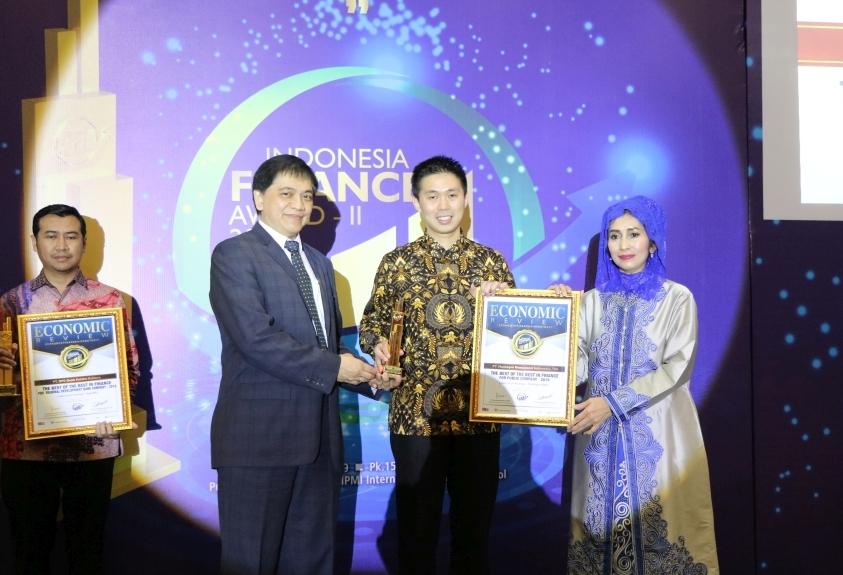 MareinRaihTigaPenghargaanPadaIndonesiaFinanceAward2019
